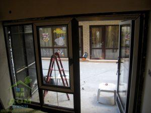 пластиковые окна в ламинации темный дуб со шпросами