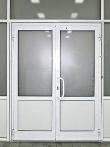 входные пвх двери с матовым стеклом