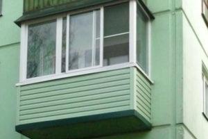 Стандартное остекление балкона