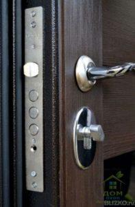 входные металлические двери венге замок