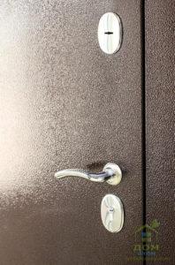 входные металлические двери замок