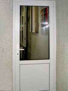 межкомнатная пластиковая дверь 3
