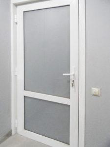 межкомнатная пластиковая дверь 6
