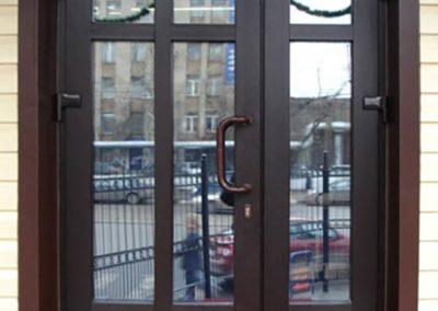 пластиковая входная дверь наружного открывания