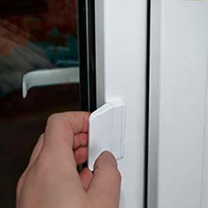 Выйдя из помещения можно прикрыть пластиковую балконную дверь за собой при помощи установленной ручки-ракушки.