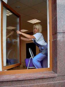 уход за ламинированными цветными пластиковыми окнами